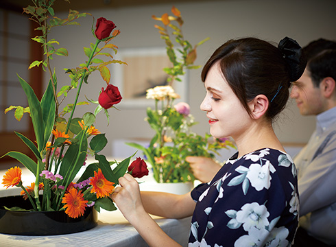 "Japanese Flower Arrangement ""Ikebana"" Experience (Keio Plaza Hotel Tokyo)"